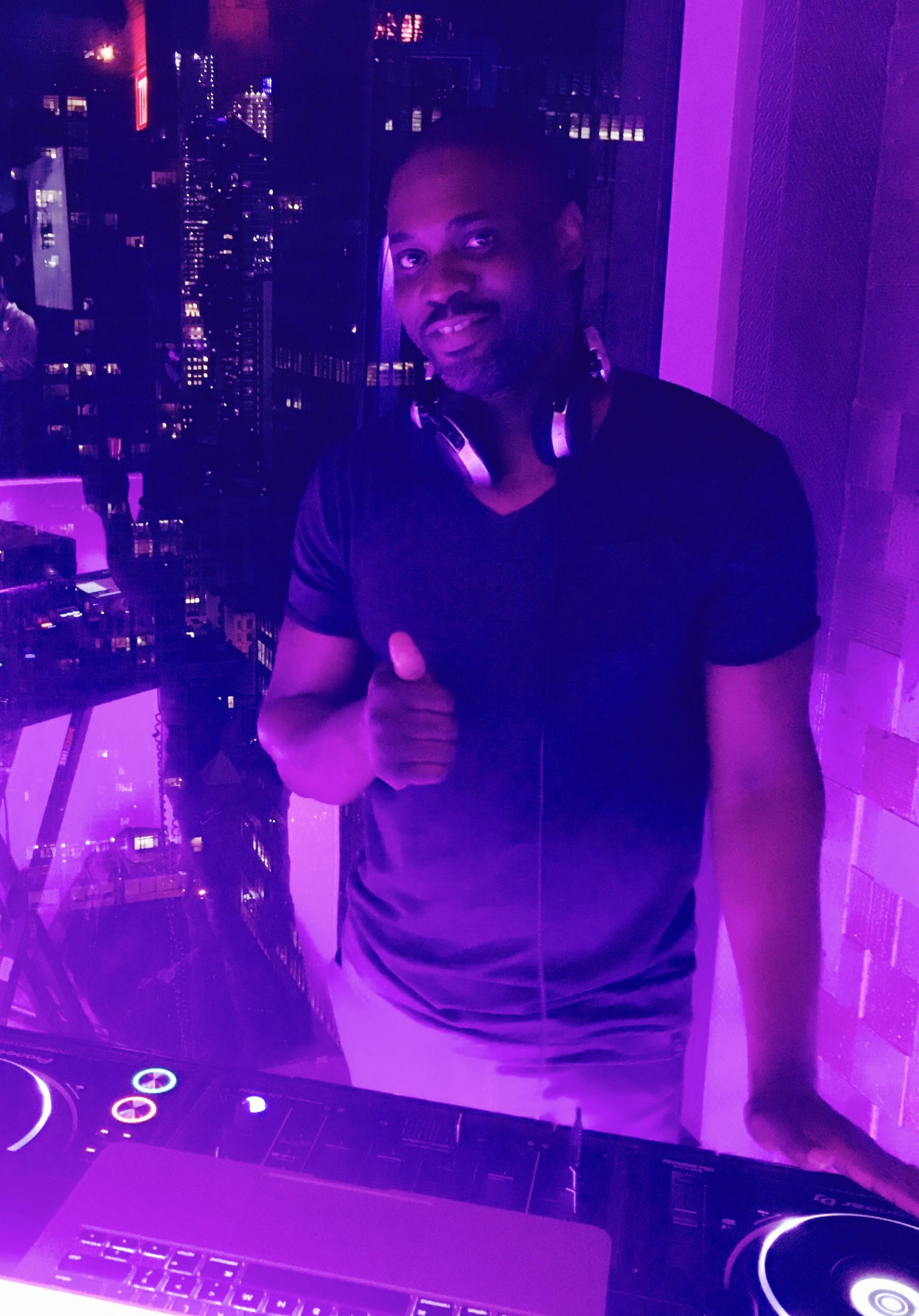 DJ Mark Larush, Mark Larush at Lovage Rooftop